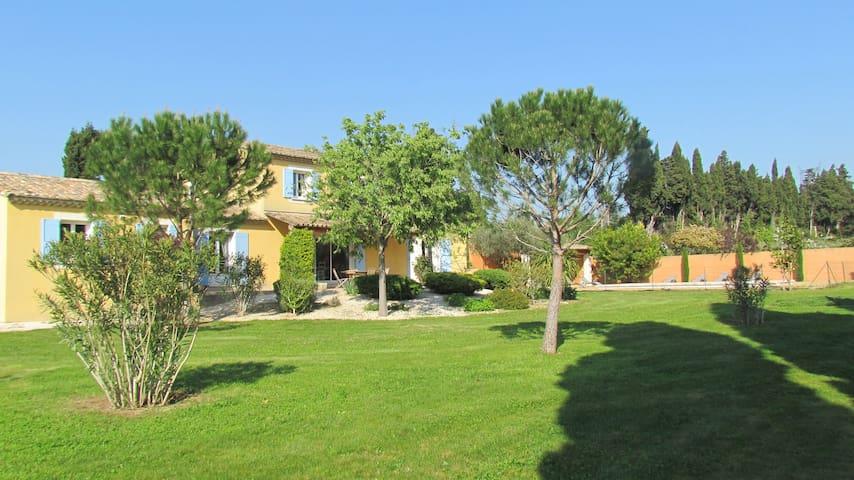 Joli maison avec grand jardin, ref. 1399 - Eyragues - Hus