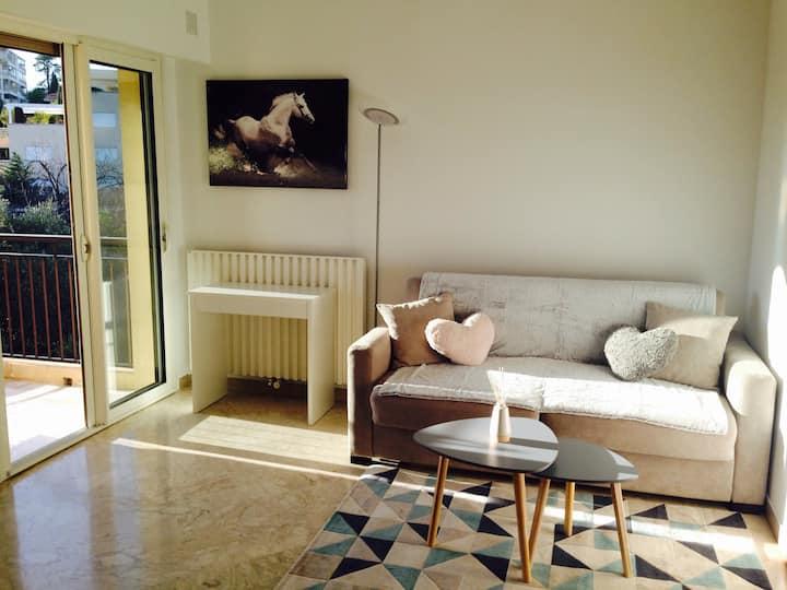 Studio avec balcon/parking, proche du Bld Carnot