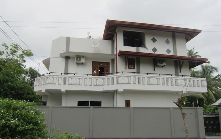 Randunu Villa (Home stay)