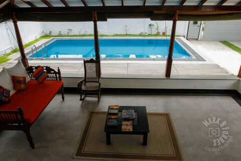 Luxurious Pvt villa 20 meters from beach- intro $