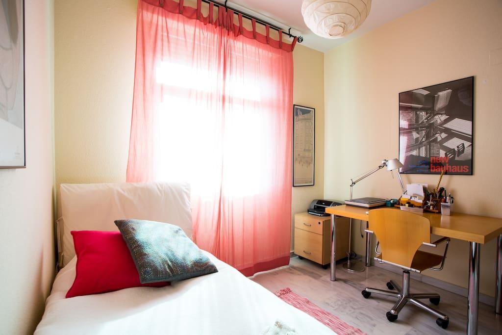 habitación con despacho