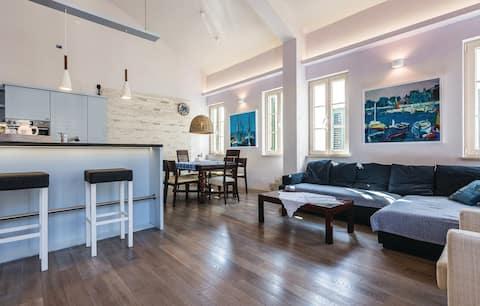 Bright modern apartment in center of Biograd