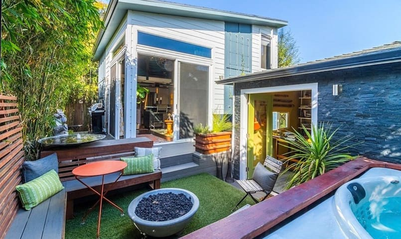 Luxury Studio w/ Hot Tub +own office near Downtown