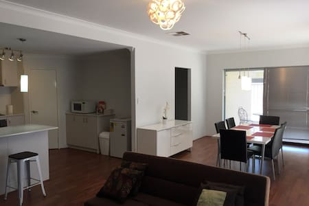 Short stay home near airport - Cloverdale - House