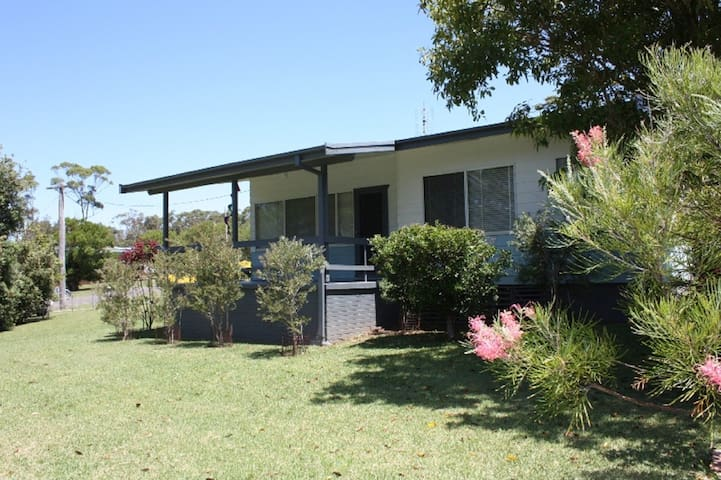 YONDER is a Bendalong holiday cottage across from Washerwomans beach reserve