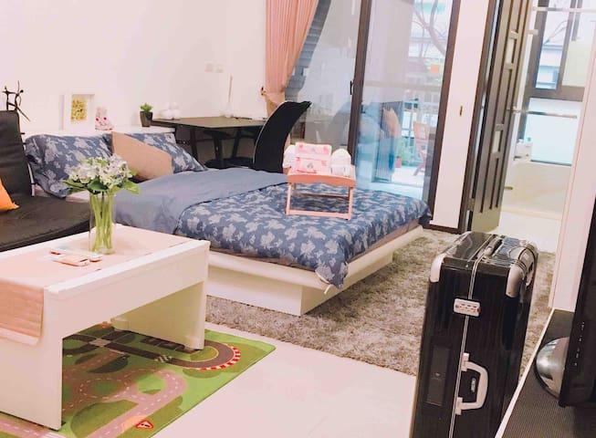 Clean quiet New apart, balcony全新獨立有大陽台廚房的大套房