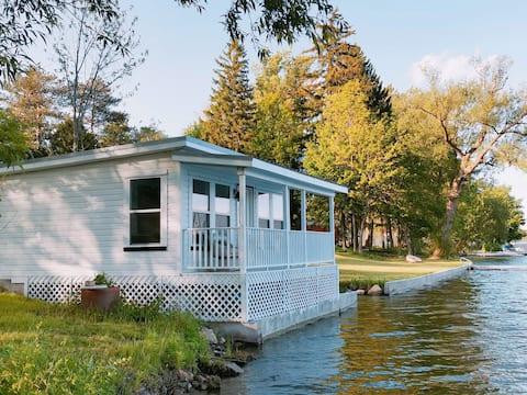 Lakefront Cottage @ The Silverlaken Estate