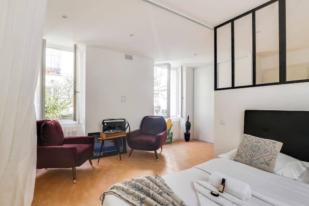 studio de charme lumineux 12 me appartements louer paris le de france france. Black Bedroom Furniture Sets. Home Design Ideas
