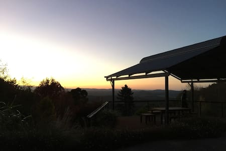 Above the clouds Olinda Dandenong Ranges Retreat - Olinda - 独立屋