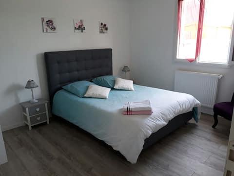 A bedroom near Chambord