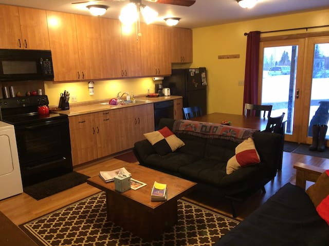 Fully equipped Guest House in Victor! Dog Friendly