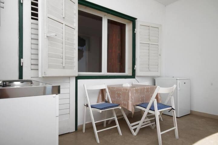 Studio flat near beach Brela (Makarska) (AS-6689-e)