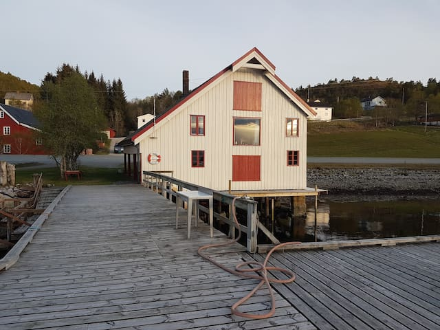 Great pier with quay leased. - Snillfjord - Casa