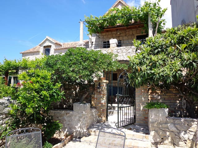 Two Bedroom Stone house, 70m from city center, seaside in Igrane