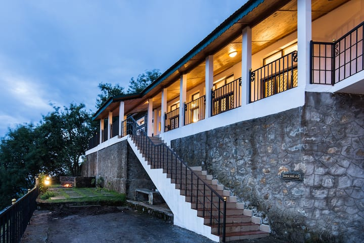 ✩ Fabulous valley view, 2 BR villa with verandah ✩