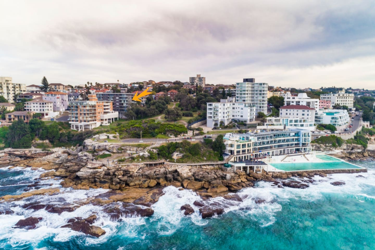 Thats our building. Our Unit is located at the South end of Bondi Beach along the coastal walk and moments to Bondi Icebergs. We look forward to hosting your Bondi Adventure.