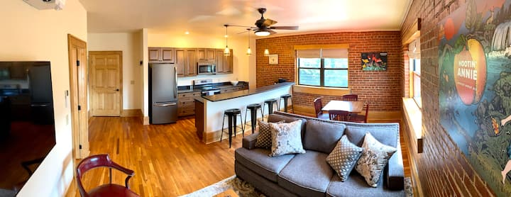 Main St. Retreats - Brand New Downtown Apt. 103