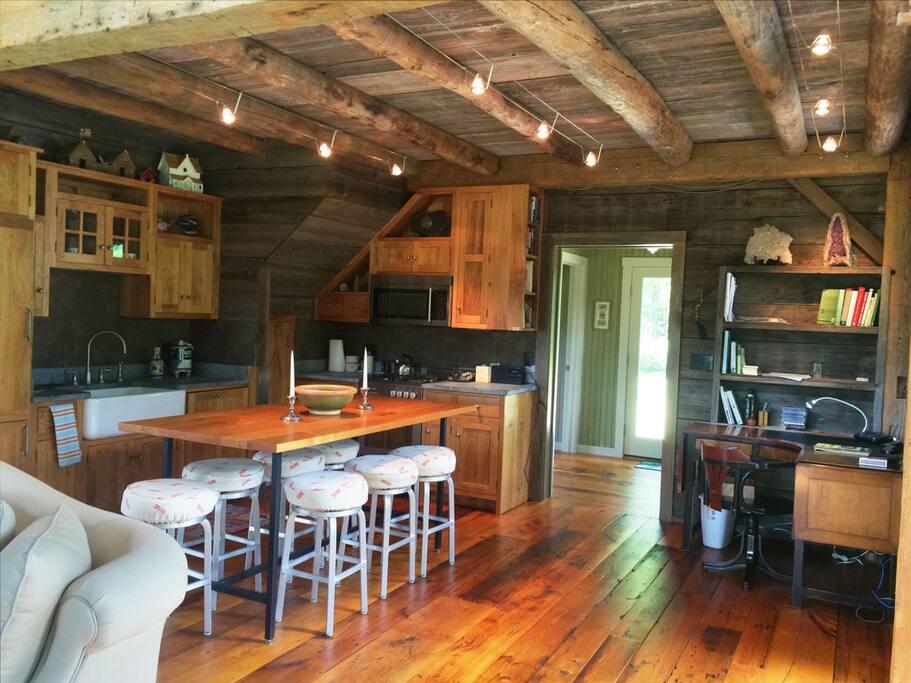 Tree House full kitchen