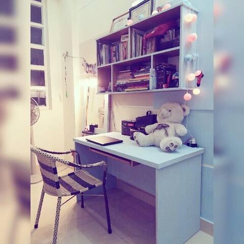 Cozyroom w/Building bookshelf & PIANO - Ho Chi Minh City - Hus