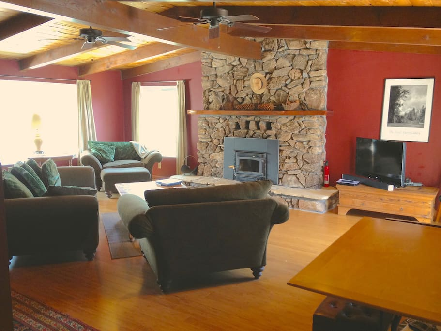Living room has vaulted cedar ceiling, access to 2 outdoor decks, 40 inch HDTV with Blue-ray and Chromecast, games and a puzzle table