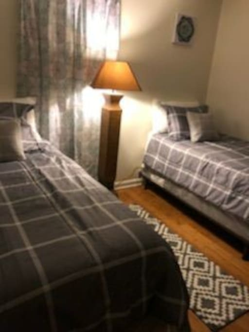 2nd Bedroom with Twin beds, TV, Play Station 3, cable and Internet