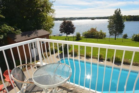 4 Season Luxury Home, Chemong Lake - Omemee - 小木屋