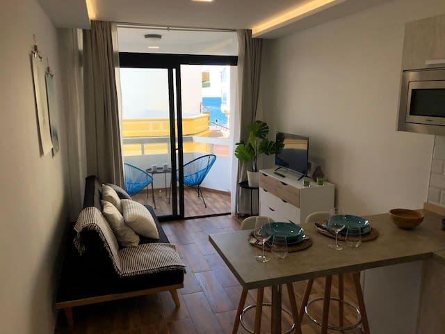 Apartamento con sauna y terraza con vistas al mar