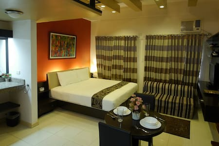Bluebell at New Manila Suites - A Full Service BnB - Quezon City - Bed & Breakfast