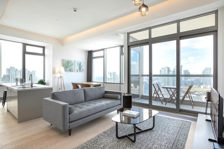Airy 2BR at 42 Maslak with Pool & City View