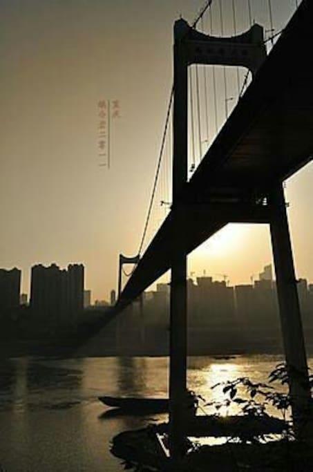 黄昏下的桥