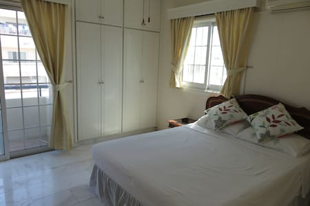 Sunny room in spacious apartment in Larnaca - Wohnung