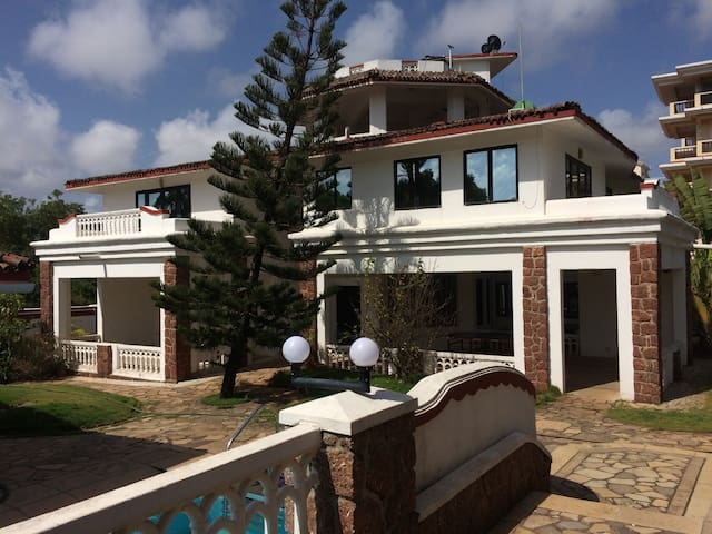 Elegant 5 BHK pool facing villa @ Varca