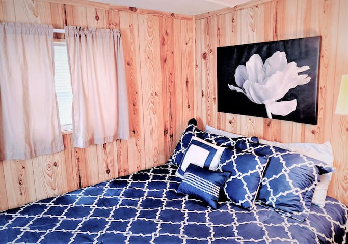 Art Cottage (Sleeps 2)