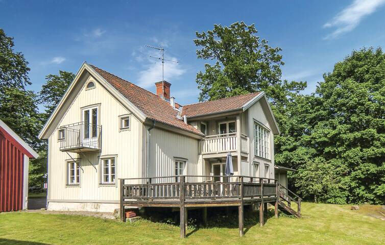 Holiday cottage with 4 bedrooms on 230m² in Ödeshög