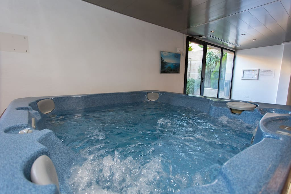 Jacuzzi for 4 persons