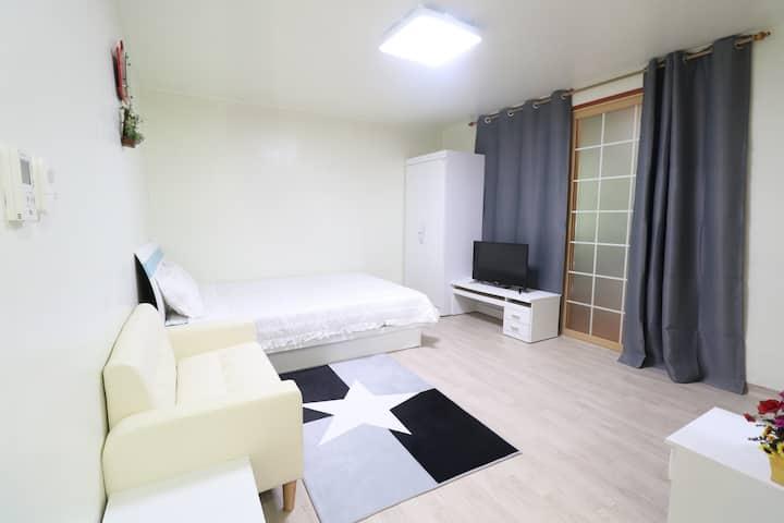 [신규오픈]천안고등학교정문인근(포근한) > 넓고 예쁘고 깨끗한 원룸 Free WI-FI