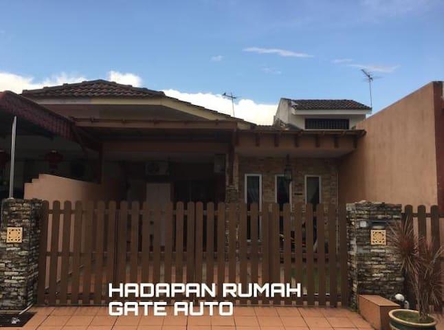 Opah Kak Pah Homestay