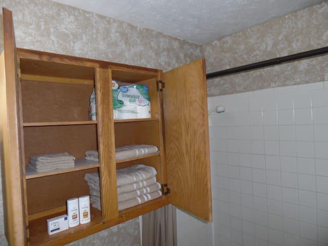 Private 3 Bedroom Apt. Upper Level + Backyard