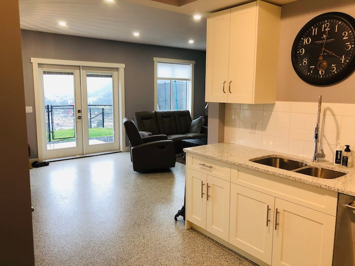 West Kelowna Wine Country Suite