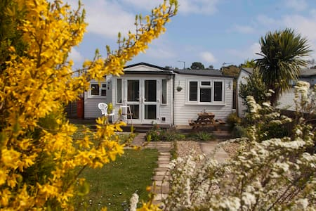 Cosy 3 bed Pet Friendly Beach Chalet