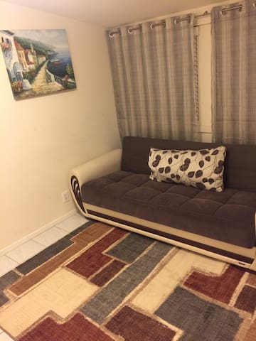 Cozy private room. 2BD house. - Los Angeles - House
