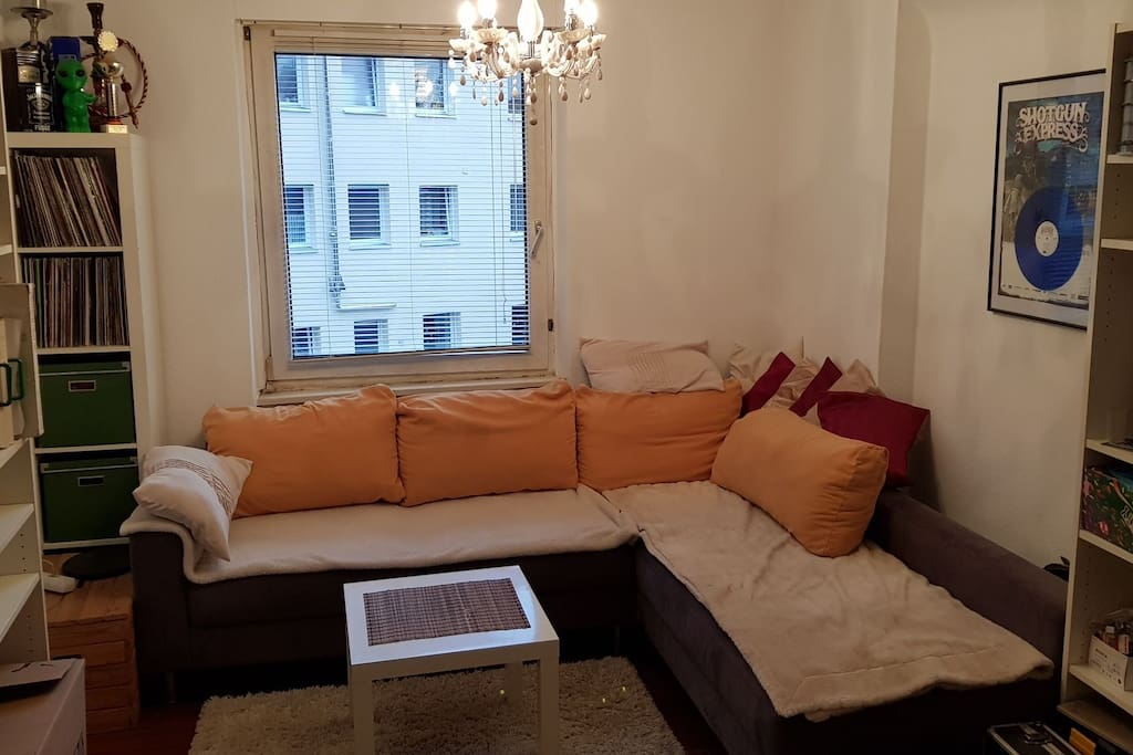 Wohnzimmer mit couch apartments for rent in stuttgart for Wohnzimmer stuttgart