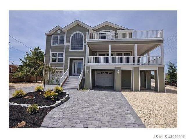 Gorgeous home! 2 wrap around decks with ocean view