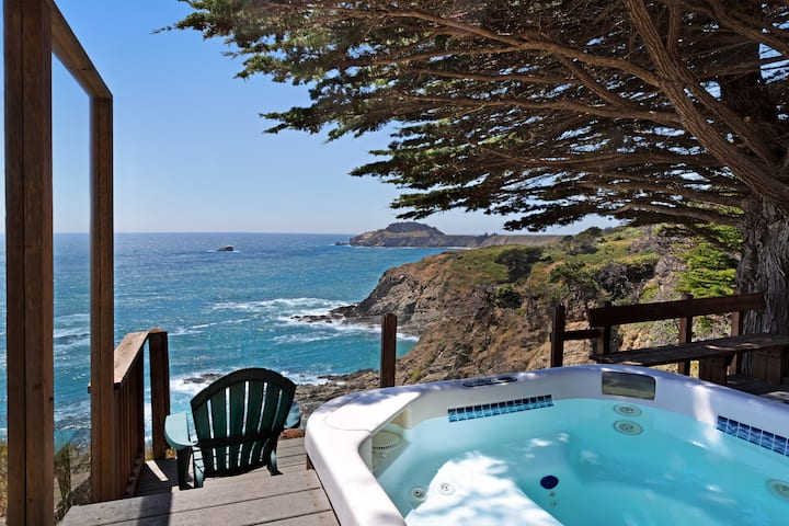 Elegantly updated home w/deck, fire pit, & private hot tub overlooking the ocean