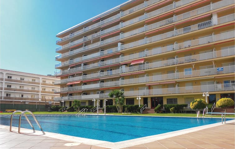 Holiday apartment with 2 bedrooms on 73m² in Malgrat de Mar
