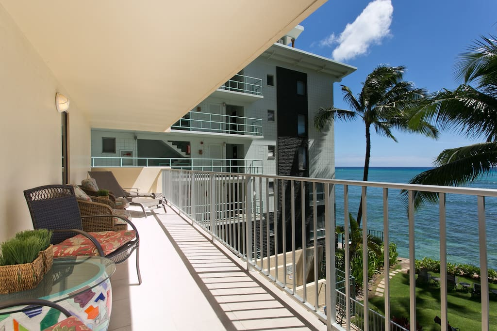 Large 2 Bedroom Suite W Oceanfront Lanai Apartments For Rent In Honolulu Hawaii United States