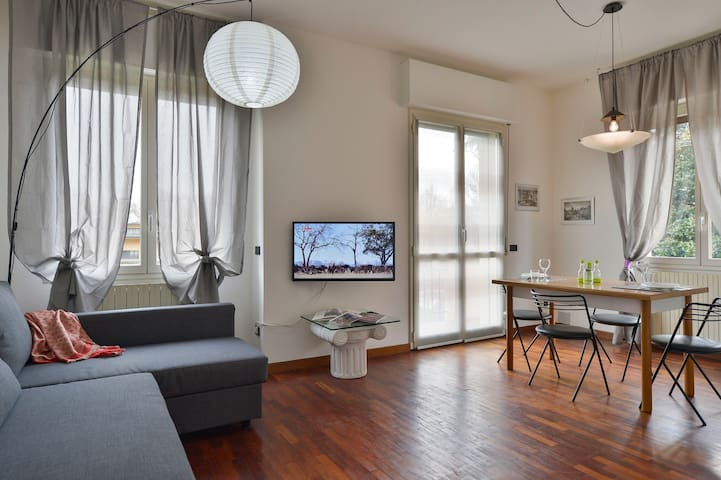 Bright 1bdr apartment 55mq w/parking space 81027 - Bologna - House