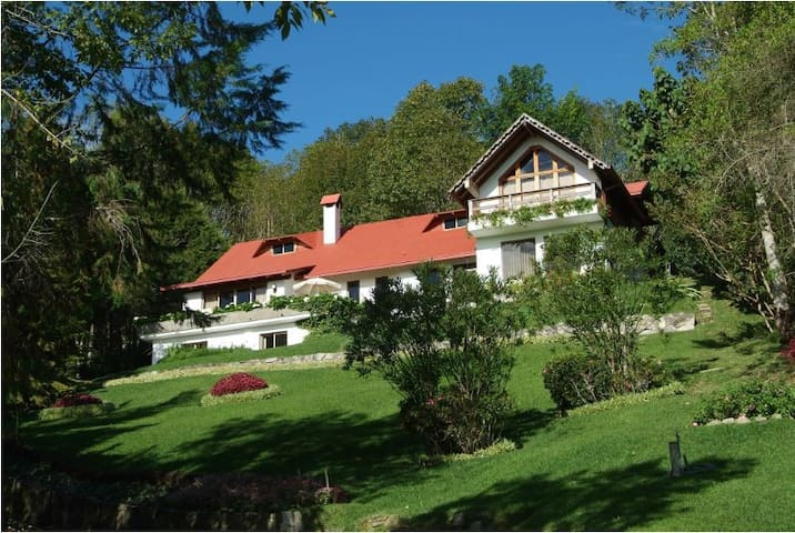 Espectacular Villa en la Colonia Tovar