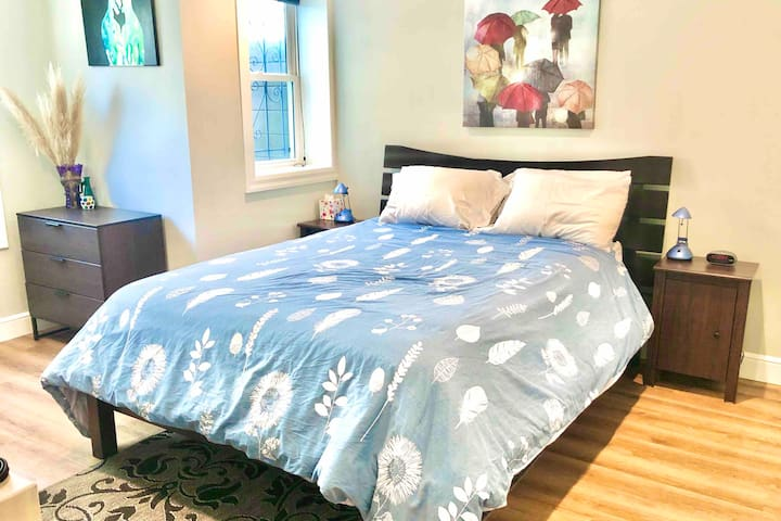 Spacious, Newly Remodeled 2 Bedroom Suite
