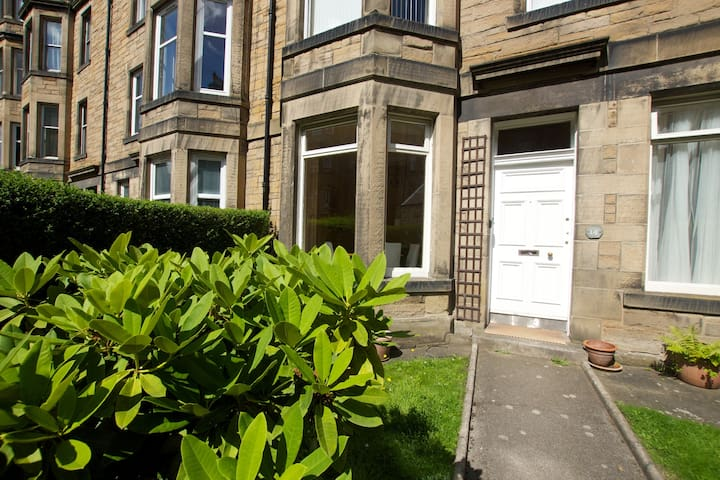 Gorgeous bright ground floor flat with garden - Edinburgh